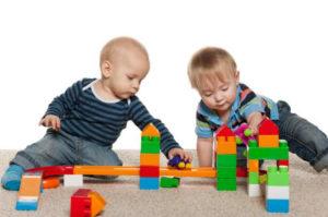 Как меняются игрушки вашего малыша: полгодика, семь месяцев, девять, одиннадцать, вот ему уже  и год.